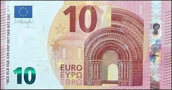 Tu l'as quand même aidée à ramasser ses courses et elle te propose un billet de 10 euros. Que fais-tu ?
