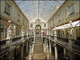 Dans quelle ville française peut-on voir le passage Pommeraye ?