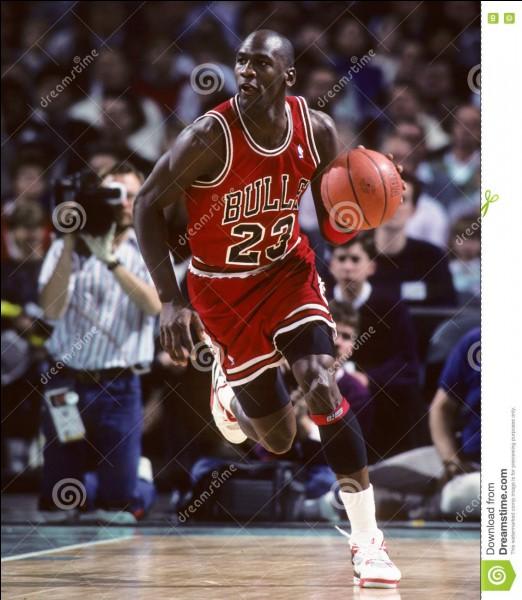 Qui est cet ancien basketteur américain ?