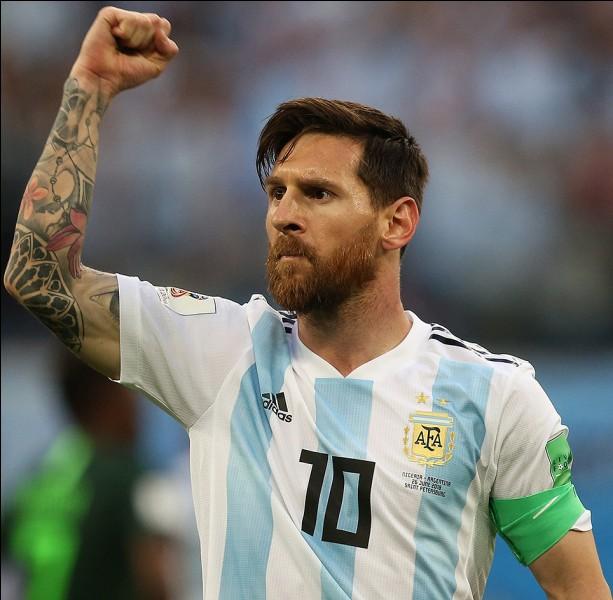 Je suis un footballeur argentin :