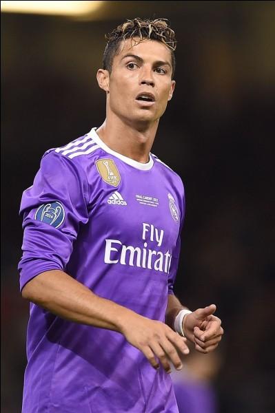 Je suis un footballeur portugais :