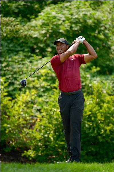 Qui est cet ancien golfeur américain ?