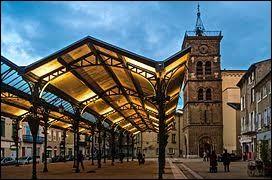 """Nous partons en Espagne, tout en restant en France, avec cette découverte de Valence. Surnommée """"la porte du Midi de la France"""", préfecture de son département, cette ville se situe ..."""