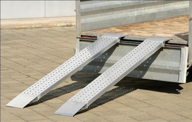 Ces deux trucs permettent à un outil de transport (un chariot par exemple), de monter et de descendre du véhicule. Ce sont...
