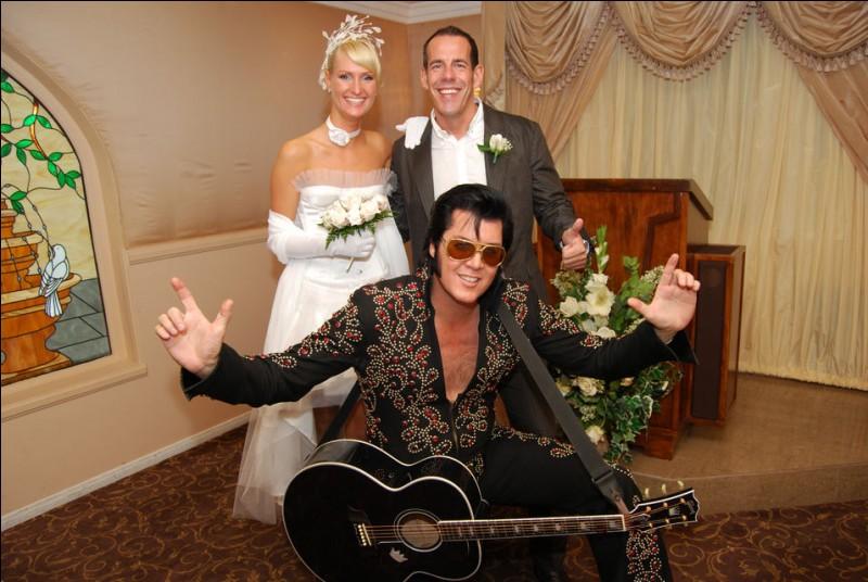Dans quelle ville américaine peut-on se marier, accompagné d'un sosie d'Elvis Presley ?