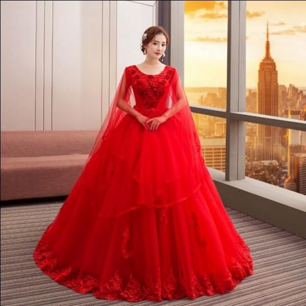 Dans quel pays, la robe de mariée est-elle traditionnellement rouge ?