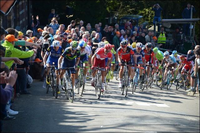 Cette fameuse course cycliste belge se déroule tous les ans au mois d'avril. C'est la … wallonne.