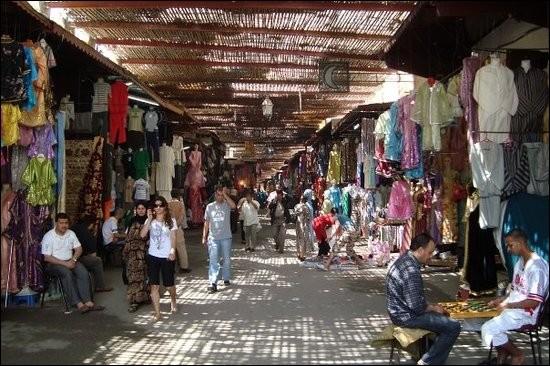 Parmi ces mots, lequel peut désigner le marché dans les pays arabes ?