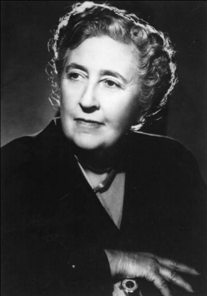 """Romancière britannique à succès, auteur notamment du roman """"Dix petits nègres"""". Il s'agit d'… Christie."""