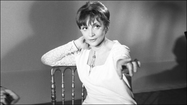 """Elle présentait notamment l'émission musicale """"Discorama"""" à la télévision ; c'est … Glaser."""