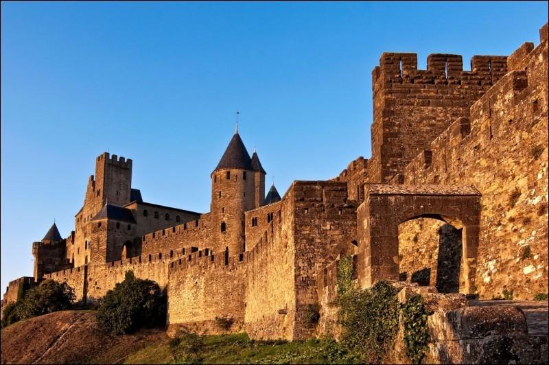 Où se concentrent les foyers cathares au XIIe siècle ?
