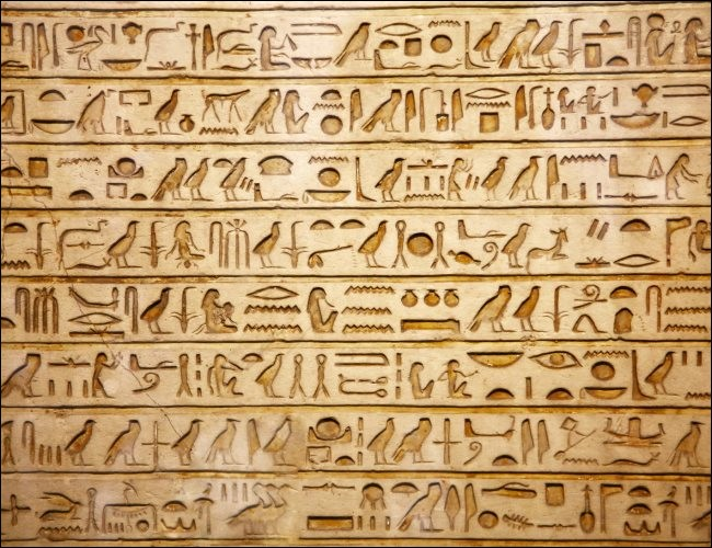 Ancienne écriture d'origine égyptienne, ce sont les...