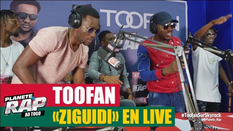 "Qui chante en duo avec Toofan ""La Vie là-bas"" ?"