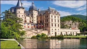 Le château de Vizille en Isère abrite le musée de la Révolution française.