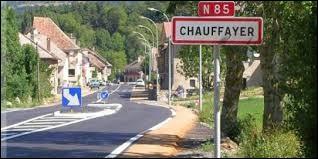 Nous sommes maintenant en région P.A.C.A. à l'entrée de Chauffayer. Ancienne commune de l'arrondissement de Gap, elle se situe dans le département ...
