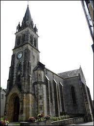 Vous avez sur cette image l'église Saint-Pierre-ès-Liens de Lanouaille. Commune Périgourdine, elle se situe en région ...