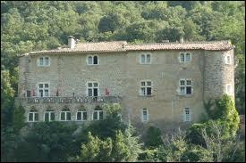 Je vous emmène la découverte du château de Madières, à Rogues. Commune de l'arrondissement du Vigan, elle se situe dans le département ...