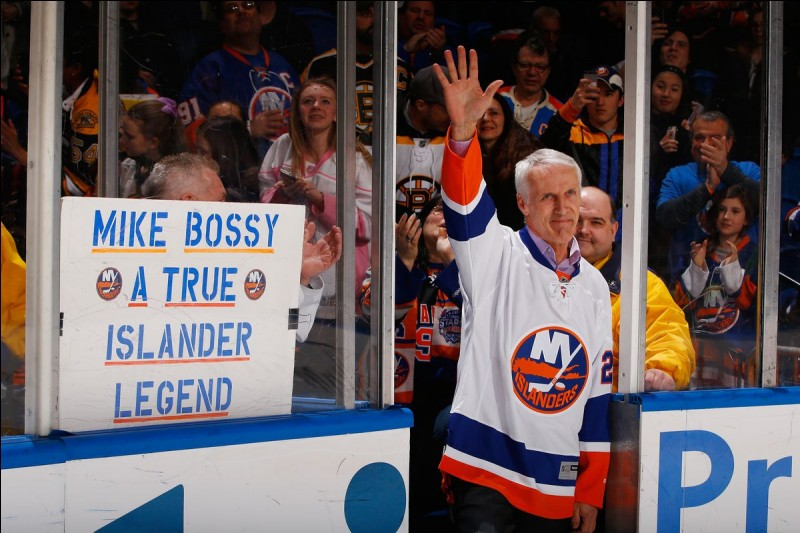 Combien de buts Mike Bossy a-t-il mis dans sa carrière ?