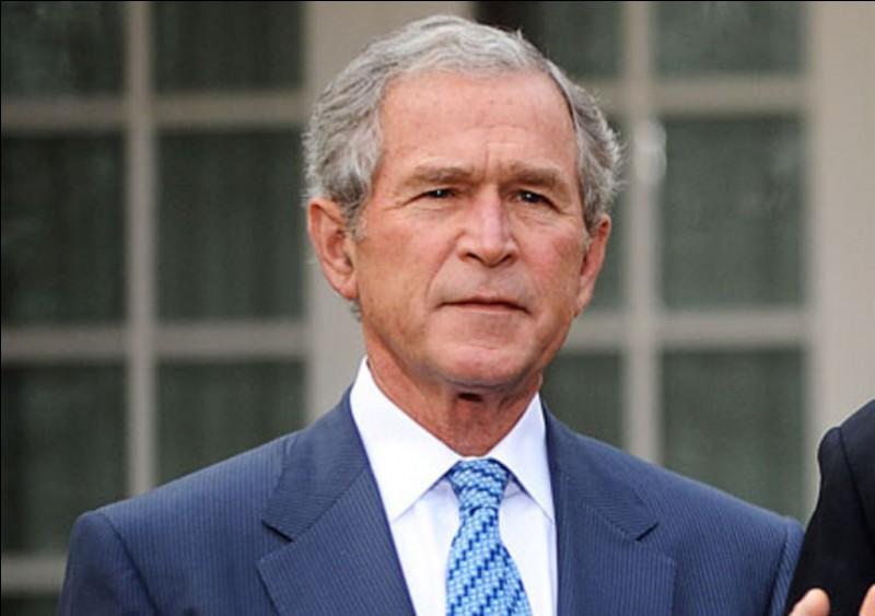 Années : 2001-2009Natif de : ConnecticutParti : républicain Fait : guerre d'Irak De qui s'agit-il ?