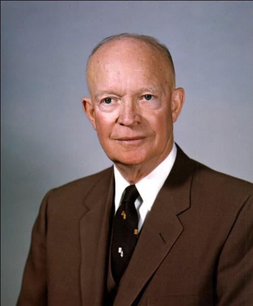 Années : 1953-1961Natif de : Texas Parti : républicain Fait : crée la NASA De qui s'agit-il ?