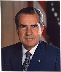 Années : 1969-1974Natif de : Californie Parti : républicain Fait : affaire du Watergate De qui s'agit-il ?