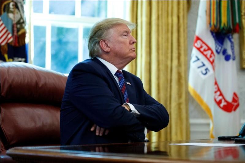 Année : 2017-Natif de : New-York Parti : républicain Fait : fake news De qui s'agit-il ?