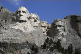 Coucou Mathieu ! Je t'envoie de bonnes ondes du mont Rushmore, tu sais en/au...
