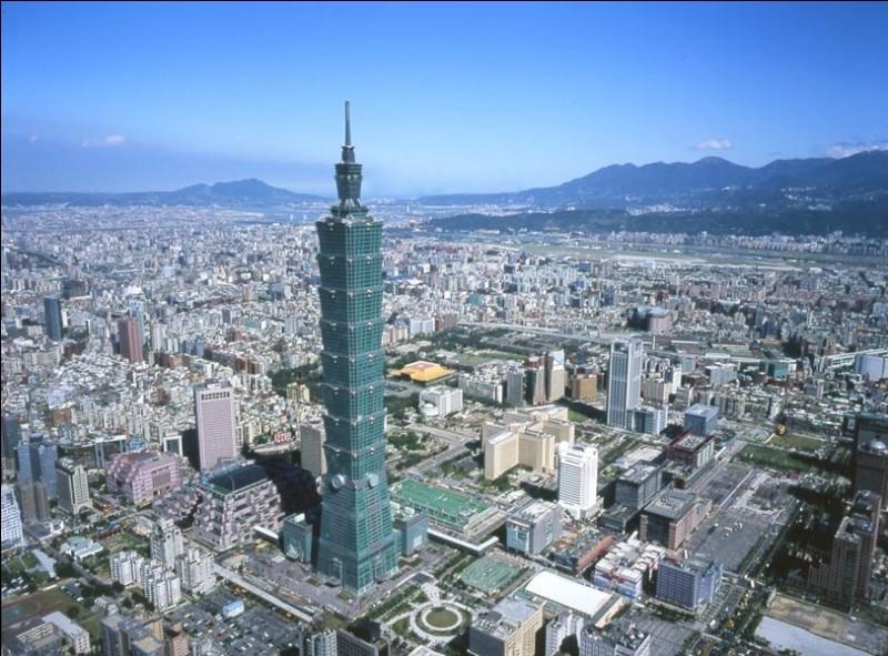 Hello Mon Amour ! Voici une vue de la tour Taipei 101 à...