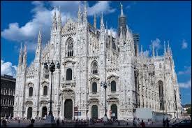 Floriane, mon séjour en Italie se passe à merveille. Par cette carte, admire la cathédrale de...