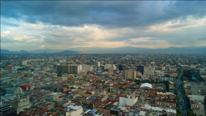 Chers Parents, je vous envoie la vue panoramique de la ville où je vais prochainement m'installer. Réservez donc un billet pour le...