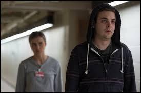 Quelle détenue a été tuée par le gardien Bayley à la fin de la saison 4 ?