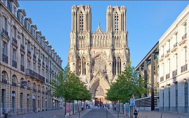 Lequel de ces rois n'a pas été sacré dans la ville de Reims ?