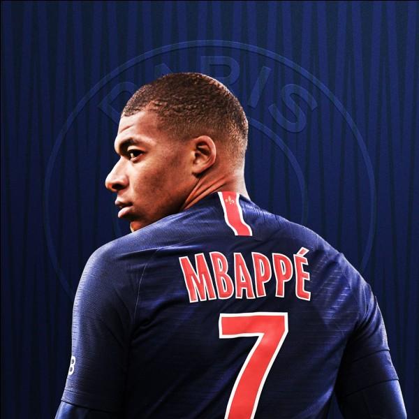 Quel est le premier club professionnel de Mbappé ?