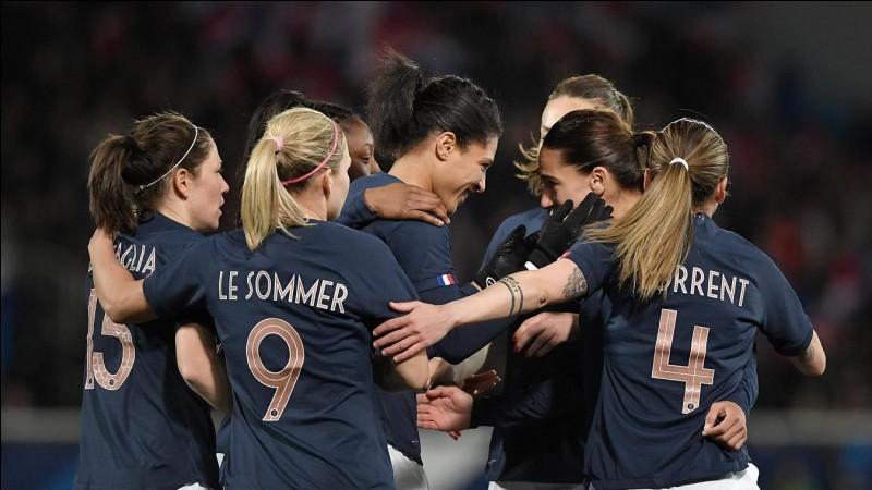 Qui est la capitaine de l'équipe de France féminine ?