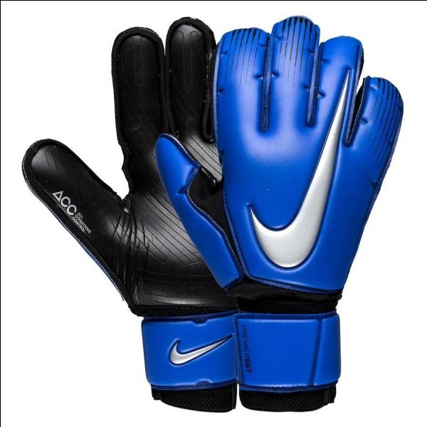 Depuis quelle année les gants de gardien sont-ils obligatoires ?