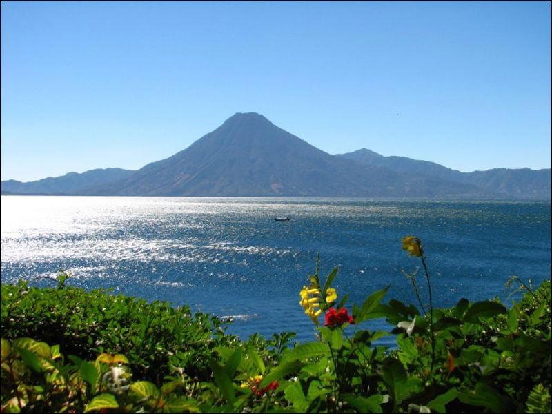 Quelle saison vient compléter le surnom attribué au Guatemala ? Le pays de l'éternel...
