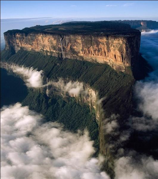 """Quel pays d'Amérique du Sud est surnommé : """" Terre de Grâce """" ?"""