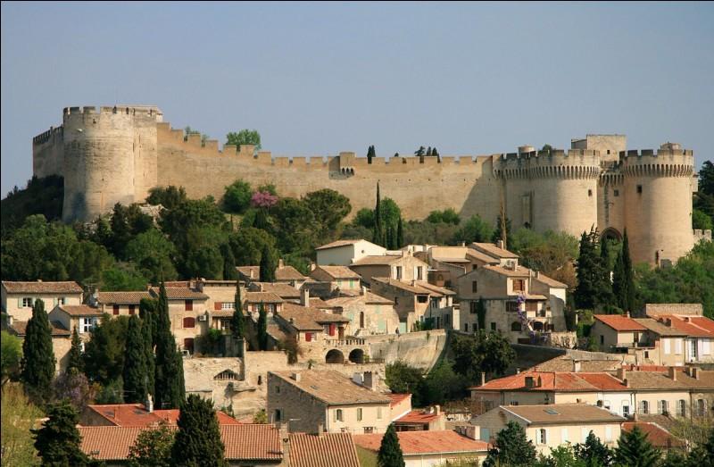 Dans quel département se situe Villeneuve-lès-Avignon ?