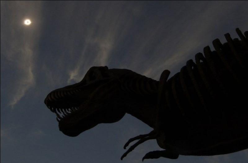 Indominus-rex et Indoraptor ne sont pas les seuls hybrides sur la liste d'InGen.Comment s'appelle le troisième hybride ?
