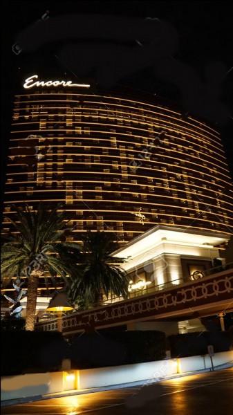 """""""Encore Las Vegas"""" est un immense hôtel-casino de plus de 2000 chambres, situé non loin de la ville dont il a pris le nom..."""