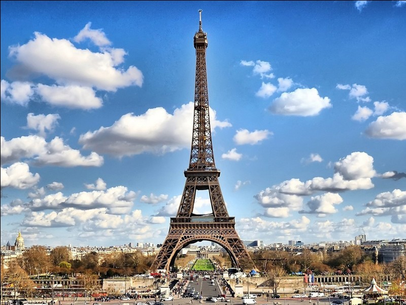 Qu'est-il inscrit au premier étage de la tour Eiffel ?