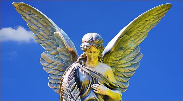 """Dans un dictionnaire, le mot """"Ange"""" se situe entre le mot """"Adorable"""" et le mot """"Attachant(e)""""."""