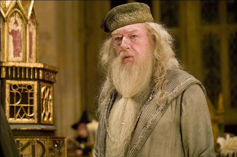 Qui tue Albus Dumbledore dans le sixième film ?