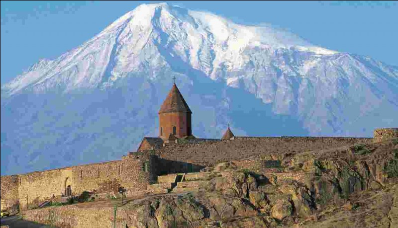 Pays : Turquie Hauteur : 5 165 mMassif : Haut-plateau arménienPremière ascension : 1829. Friedrich ParrotQuel est ce sommet ?