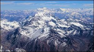 Pays : Argentine Hauteur : 6 962 mMassif : Cordillère PrincipalePremière ascension : 1897. Matthias ZurbriggenQuel est ce sommet ?