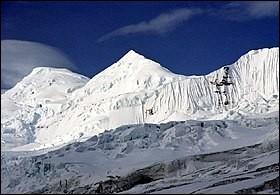 Pays : États-Unis Hauteur : 5 005 m Massif : Chaîne Saint-ÉliePremière ascension : 1930. Allen Carpé, Terris Moore, Andrew TaylorQuel est ce sommet ?