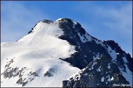 Pays : Espagne Hauteur : 3 404 m Massif : Massif de la MaladetaPremière ascension : 1842. Albert de FranquevilleQuel est ce sommet ?