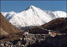 Pays : Népal et Chine Hauteur : 8 188 m Massif : Mahalangur Himal Première ascension : 1954. Herbert Tichy, Josef Jöchler et Pasang Dawa LamaQuel est ce sommet ?