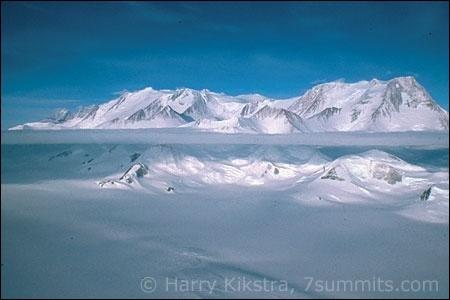 Pays : AntarctiqueHauteur : 4 892 m Massif : Massif Sentinel Première ascension : 1966. Nicholas Clinch Quel est ce sommet ?
