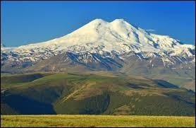 Pays : Russie Hauteur : 5 642 m Massif : Grand CaucasePremière ascension : 1829. Killar Khachirov Quel est ce sommet ?